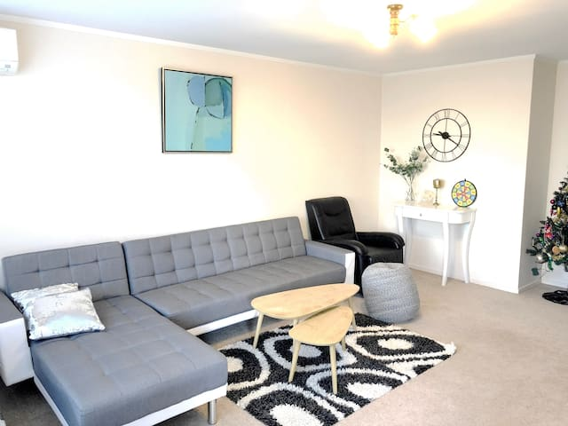 Sunny Two Bedroom Unit in Central Auckland 中文服务