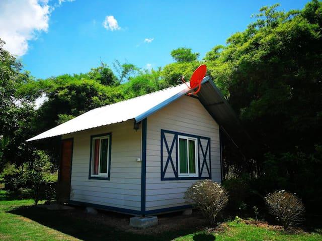 แสงจ้าฟาร์มรีสอร์ท-Barn House Bungalow Standard3