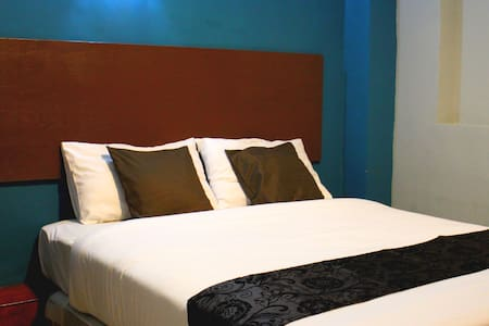 Queen Room (Private Toilet & Airconditioned ) - Kota Kinabalu - Boutique hotel