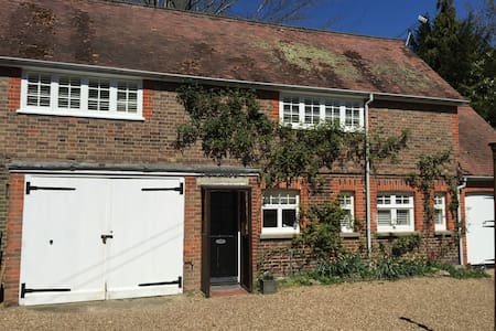 Charming, detached period cottage - Lingfield - Haus