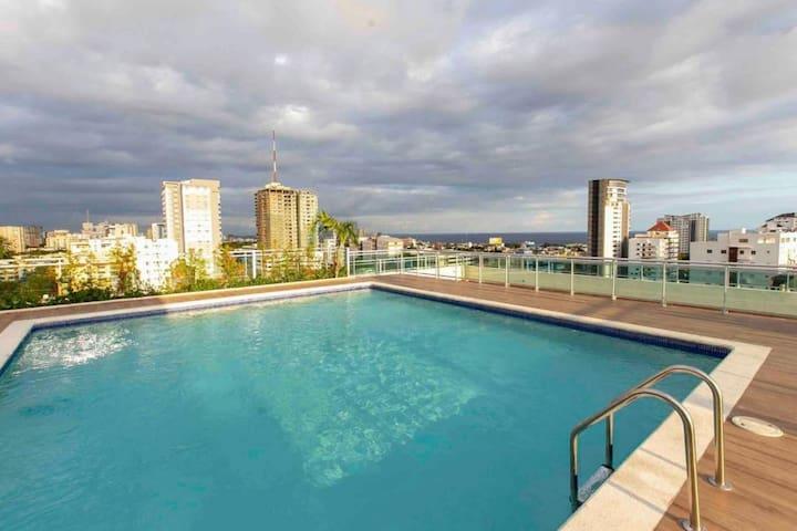 Luxury apt, Rooftop pool, Gym, in Downtown