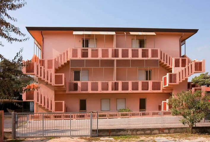 Apt for 4+1 pers with a/c in Rosolina Mare R31652