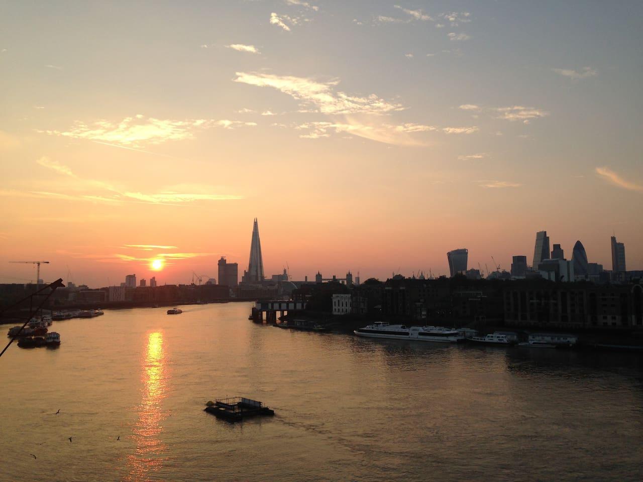Beautiful sunsets over tower bridge