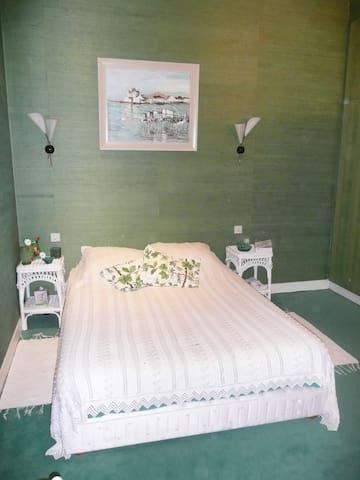 La chambre, très calme...