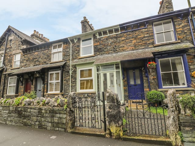 CHARNWOOD, family friendly in Bowness-On-Windermere, Ref 972503