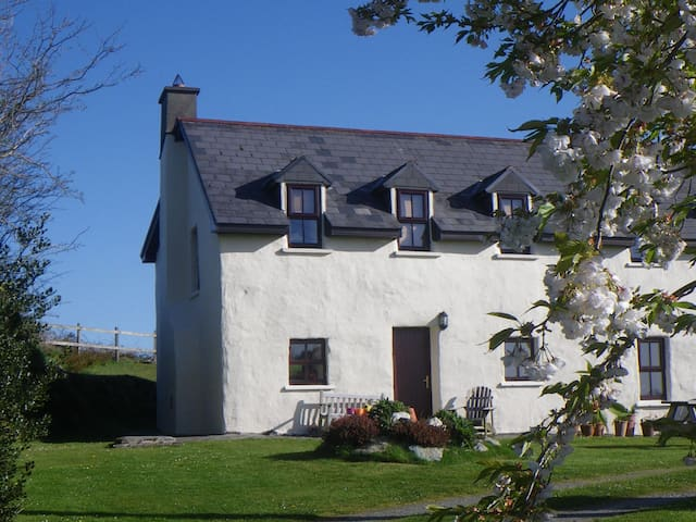 Delightful Cottage in Lissangle - Caheragh - Talo