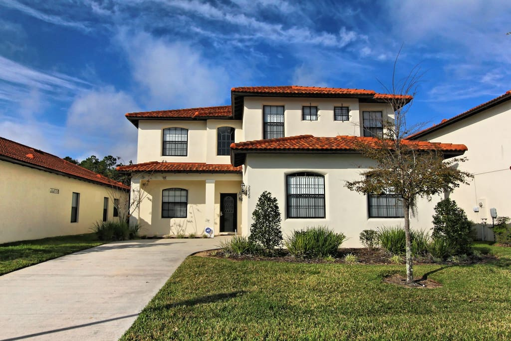 Bring along your family to stay at this spacious and gracious Tuscany-style vacation home in the Florida sun. You'll take home memories to cherish forever.