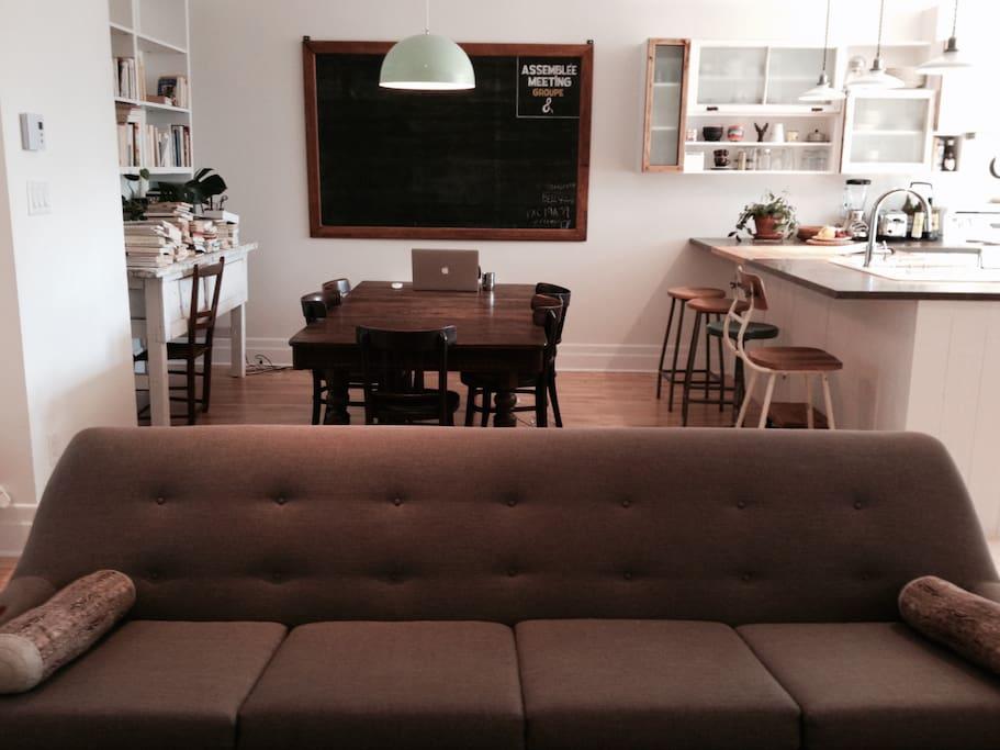 Cuisine + salle à diner + salon à aire ouverte