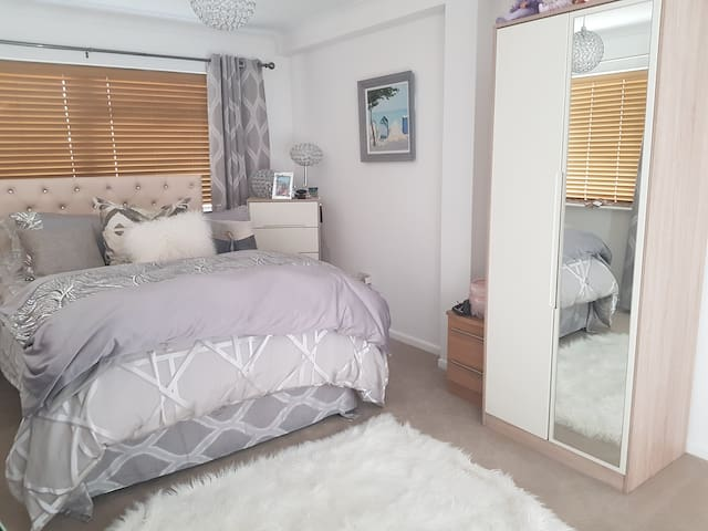 2 Double Bed Apartment Mudeford, Christchurch