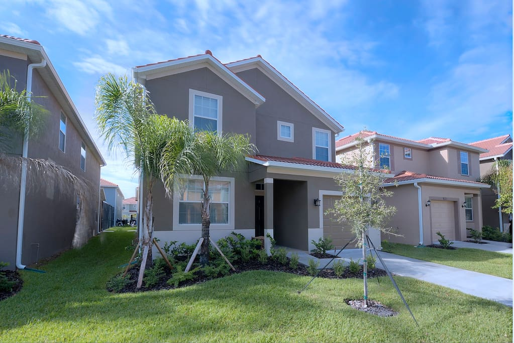 Your family can enjoy the vacation of a lifetime in this spacious 5 bedroom estate home on the popular Paradise Palms resort in Kissimmee - just minutes from Walt Disney World® Resort.