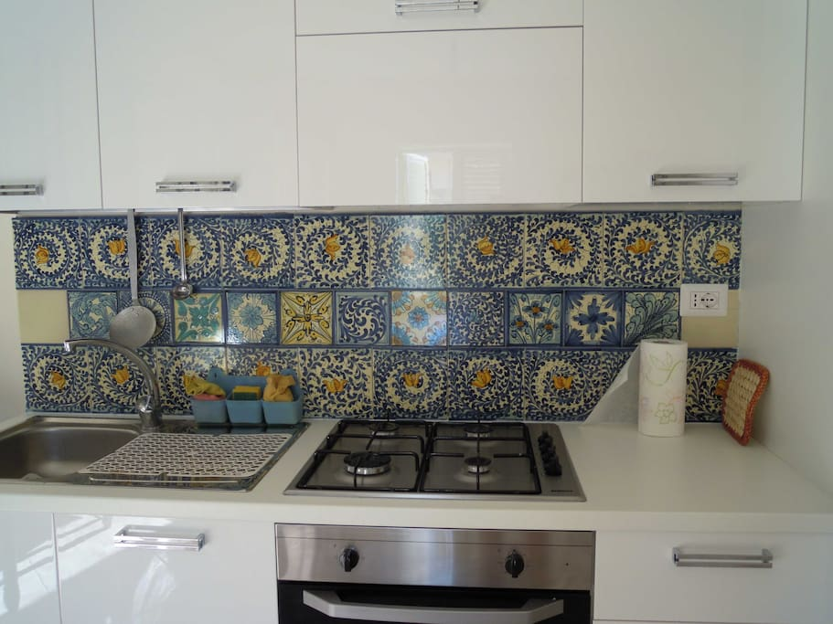la cucina con ceramica sciclitana  da un disegno del 1500
