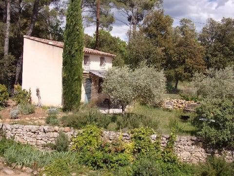 Cabanon provençal avec piscine