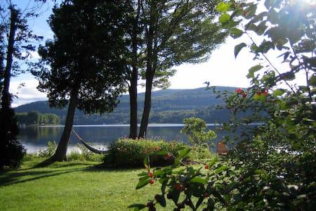 Grand chalet face au lac et montagnes - Saint-Jean-de-Matha