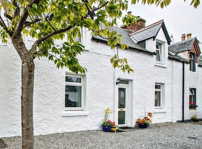 Spacious Town House near Shorefront - Ullapool