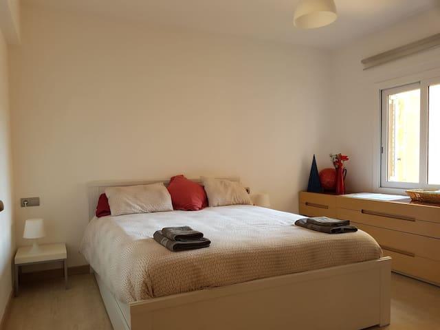 Habitación doble en piso centrico (con desayuno) - Tarragona - Apartamento