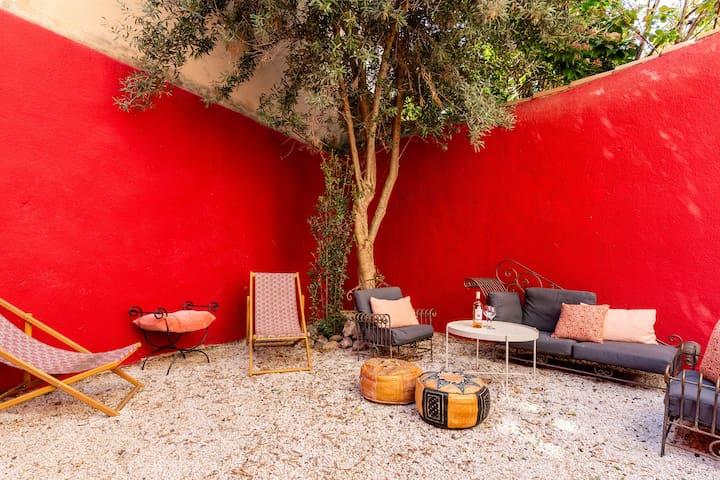 Salon de jardin à partager avec les 3 autres Suites privatives du Panier Enchanté