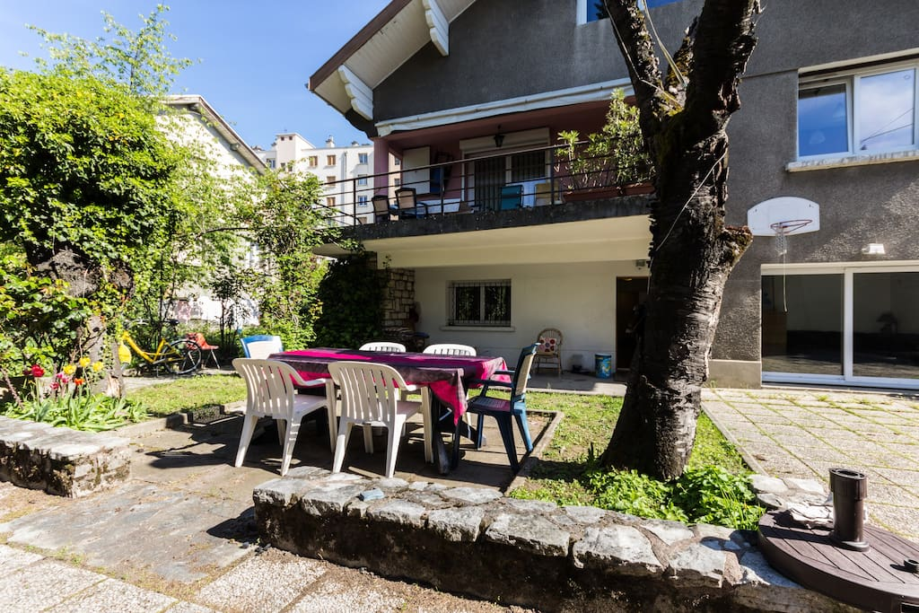 3 chambres doubles rdc villa ville maisons louer grenoble rh ne alpes france. Black Bedroom Furniture Sets. Home Design Ideas