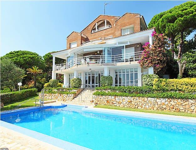 Habitacion con preciosas  vistas a mar y montaña - Arenys de Munt - House