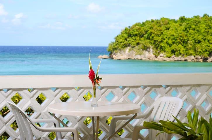 Beach Front Room-Ocho Rios 4pl - Ocho Rios - Bed & Breakfast