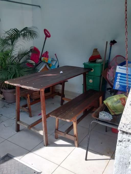 mesa no quintal