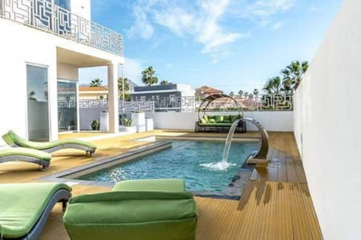 Luxurious Villa, with Jacuzzi and Pool