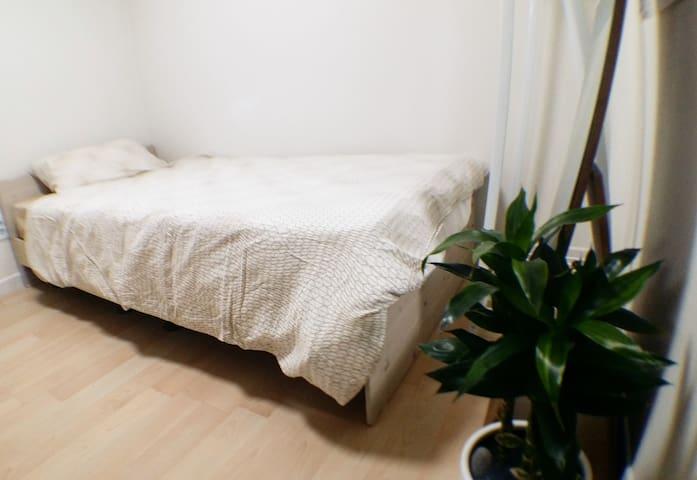 Cheep! Easy access-Gangnam&Hongdae, Single-bed.