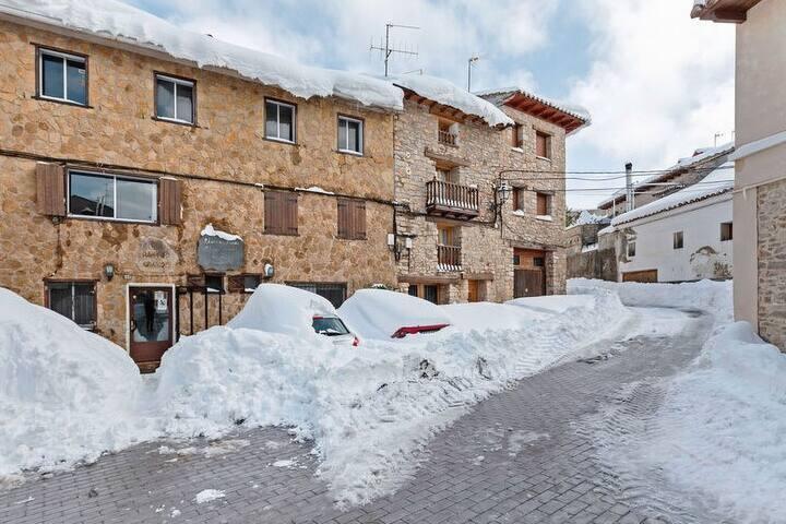 Casa vacanze semplicistica a Puerto Hurraco con balcone
