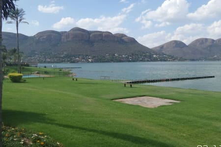 Waterfront Appartment on Hartbeespoort Dam - Hartbeespoort