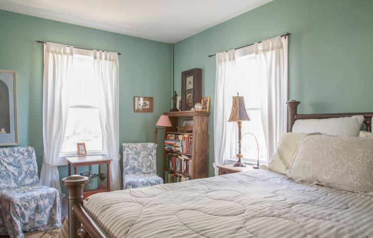 Hidden Gem, Huge Deck, Water Views - Provincetown - Casa