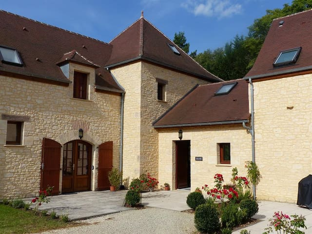 Fantastic Family Villa with Pool - Brantôme - Villa