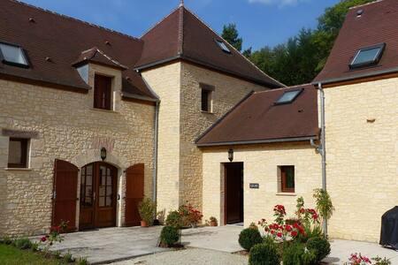 Fantastic Family Villa with Pool - Brantôme - วิลล่า