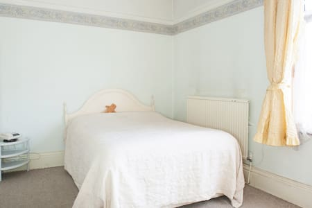 Central - Easy Access Home  or Annexe Accomodation - Leicester