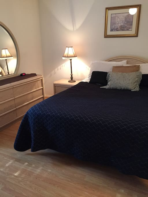 Bedroom with queen size mattress