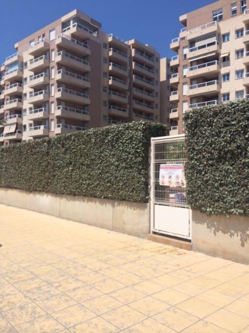 acceso a playa desde urbanización