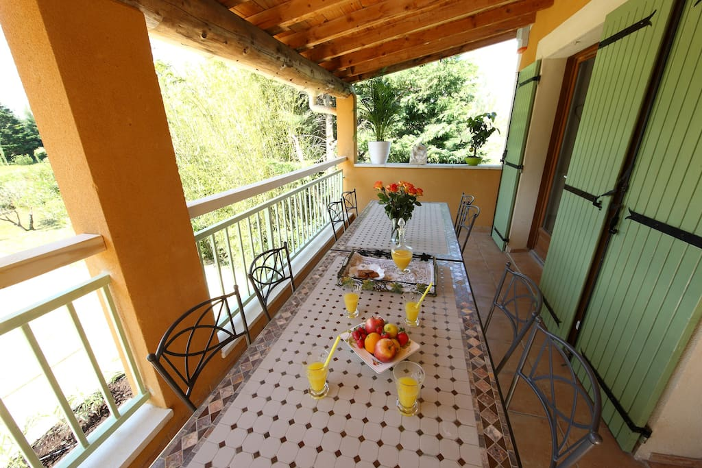 Terrasse vue piscine Terrace with swimming pool view