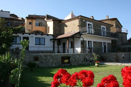 "B&B Le Case della Corte "" Camera 2"" - Pollica - Bed & Breakfast"