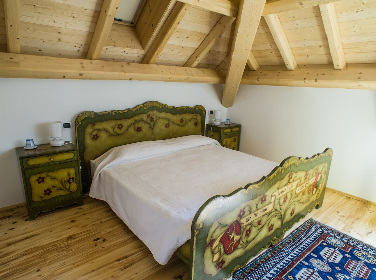 Il letto bavarese, dipinto a mano