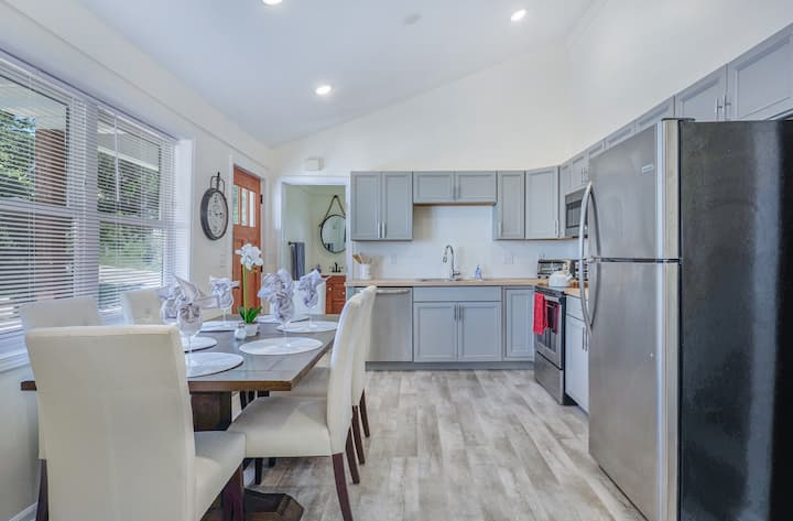 Remodeled Townhome Overlooking Downtown Ann Arbor