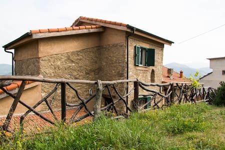 Villetta nel verde, a 20min Alassio - Marmoreo - Villa
