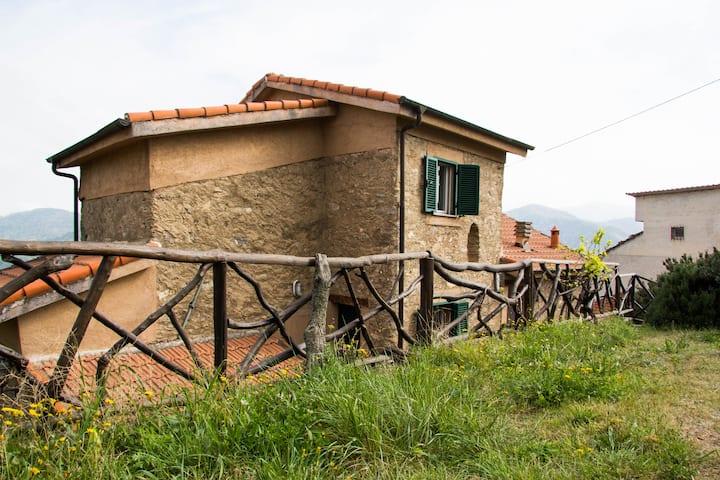 Antica casa ligure in pietra, a 20min Alassio
