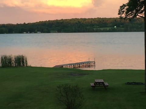Sunrise Cottage on Lake Dore