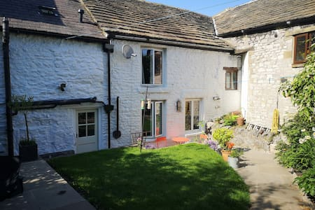 Charming Cottage in the Heart of the Peak District