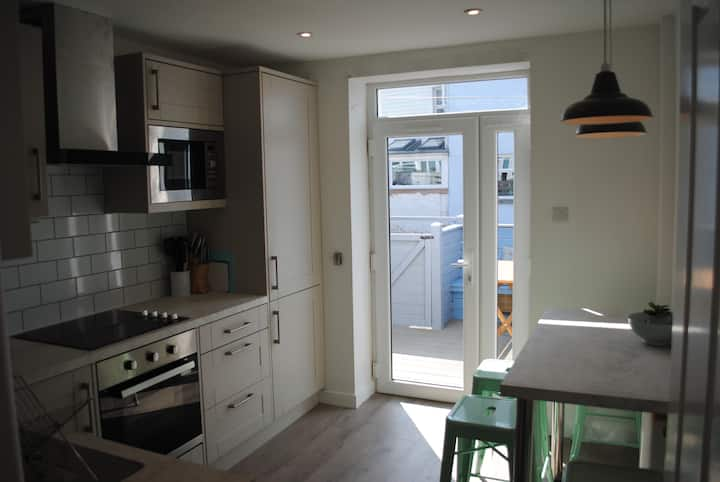 Beautiful apartment in Newquay centre, sea views