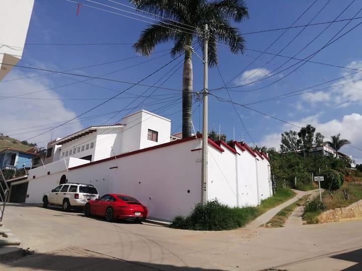 """Casa """"Carbajal Venegas""""Zona y Confort"""