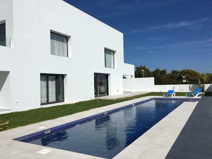 Casa Serendipia - Comfortable, luxury villa with pool and sea views close to beach and center