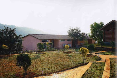 6 AC (1)  Single  Rooms And Swimming Pool Lonavala