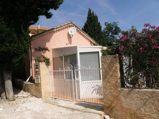 Maison de vacances PRESQU'ILE DE GIENS - VAR - FR - Hyères - บ้าน