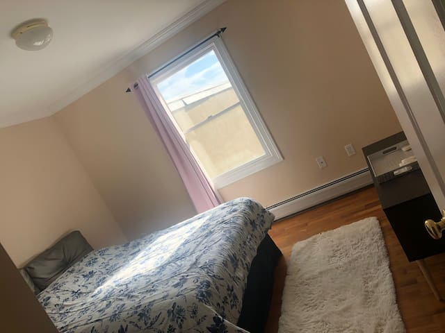 Cozy room 10-12 mins from A train- NYC MTA Subway