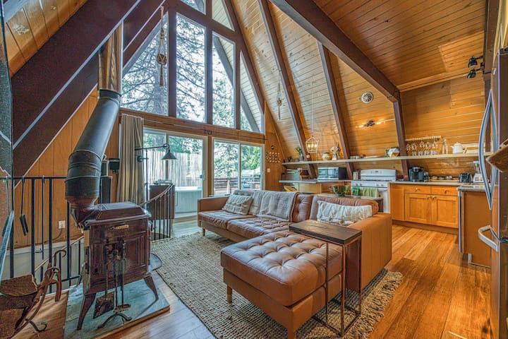 Upgraded dog-friendly A-frame cabin with deck and soft hot tub