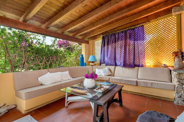 Grazioso appartamento vicino alla spiaggia, con ampio giardino e veranda, aria condizionata e animali domestici ammessi a pagamento